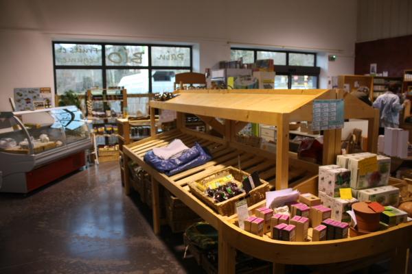 mobilier et agencement professionnels épicerie bio fruits et légumes, réalisé par 2 bois et d'acier (ferronnerie ébénisterie dieulefit drôme)
