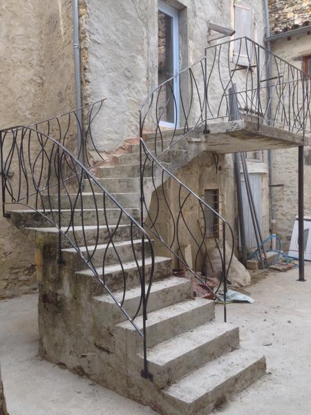 rampes et gardes-corps en fer forgé, réalisé par 2 bois et d'acier (ferronnerie ébénisterie dieulefit drôme)