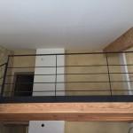 escalier limon acier marche en chêne massif, finition noir mat, réalisé par 2 bois et d'acier (ferronnerie ébénisterie dieulefit drôme)