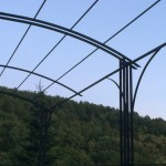 pergola en fer forgé réalisé par 2 bois et d'acier, dieulefit, drôme (ferronnerie, ébénisterie, forge)