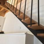 escalier crémaillere droit bois et métal réalisé par 2 bois et d'acier (ferronnerie ebenisterie forge à dieulefit drôme)