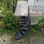 escalier extèrieur réalisé par 2 bois et d'acier (ferronnerie ebenisterie forge à dieulefit drôme)